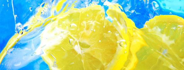 Limoni in acuqa per bevanda - titolo
