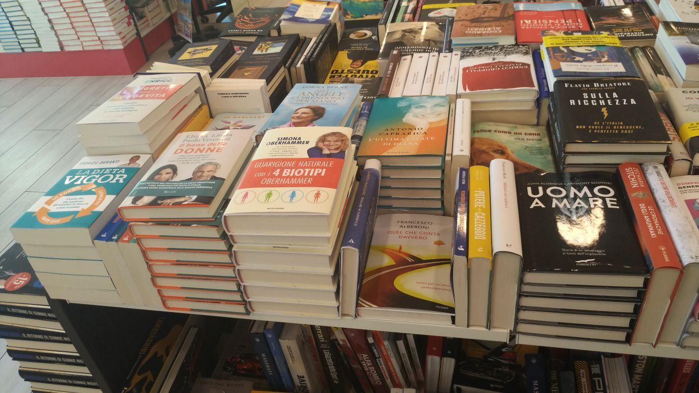 foto-libro-guarigione-naturale-con-4-biotipi-oberhammer-libreria.jpg