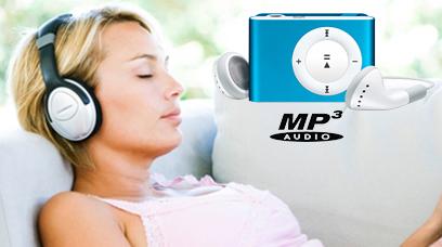 ragazza-rilassata-ascolta-tracce-audio-rilassamento-biotipi-oberahammer