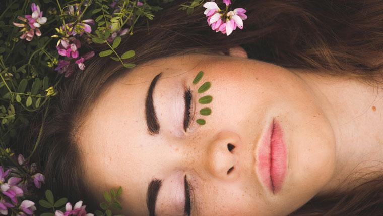 Sentirsi meglio si vede anche sulla tua pelle e sui tuoi occhi
