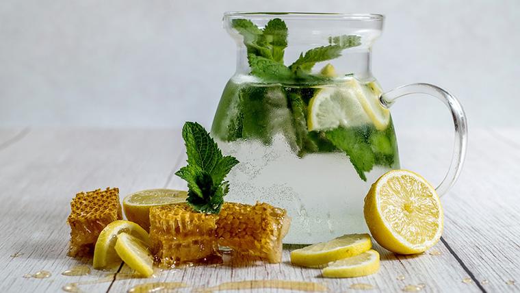Doccia interna con acqua e limone in base al tuo biotipo