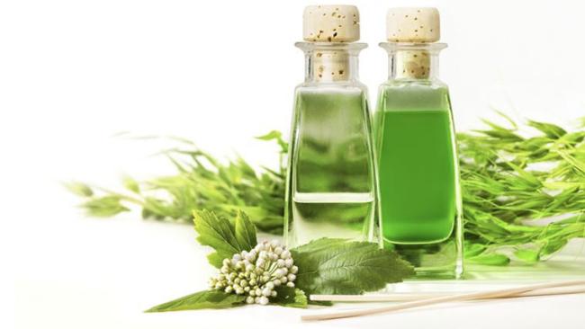 Bottiglie di tintura madre di erbe