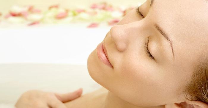 Donna rilassata e in salute in modo naturale